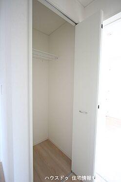 戸建賃貸-磯城郡田原本町大字千代 2階廊下にも収納がございます。モップや掃除機など背の高い物の定位置にいかがでしょうか?