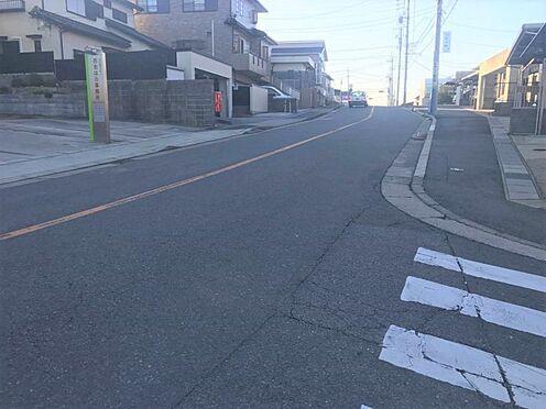 土地-岡崎市竜美旭町 前面道路の幅員は広々なので駐車もしやすいです!