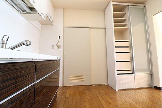 中古マンション-八王子市南大沢3丁目 収納力のある食器棚も完備してます