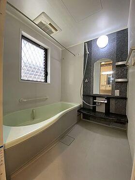 中古一戸建て-長久手市山野田 窓付きの浴室で換気も楽々!