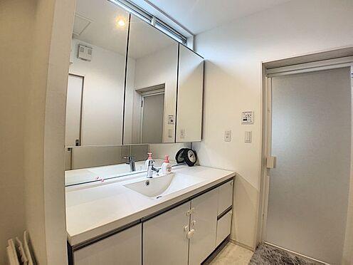 中古一戸建て-豊田市浄水町原山 大きめの洗面室です、家族が並んで身支度できちゃいますよ!