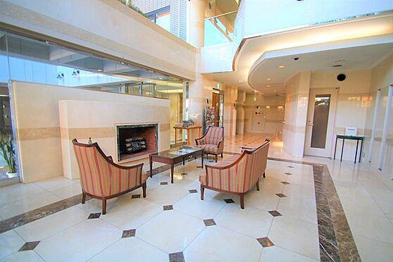 リゾートマンション-熱海市咲見町 ロビー:ホテル感覚を演出するエントランスロビー。来客対応にもご利用下さい。