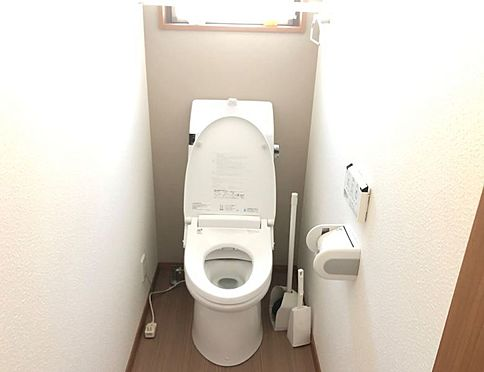 中古一戸建て-豊田市林添町上三五田和 〈1階トイレ〉1階・2階それぞれにトイレがあるので、ご家族が増えても安心ですね。