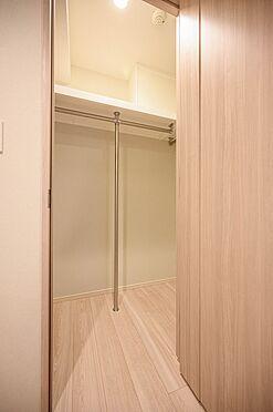 中古マンション-渋谷区神宮前2丁目 メインベッドルームのウオークインクローゼット