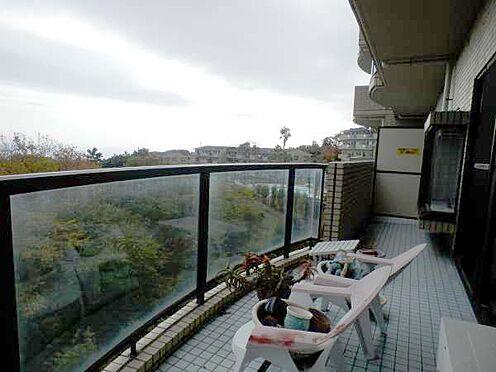 中古マンション-伊東市富戸 広々とした、バルコニー森と海(自然)を満喫できます。
