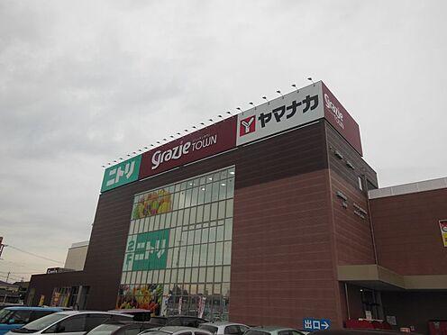 新築一戸建て-西尾市伊藤2丁目 グラッチェタウン西尾 1719m 徒歩約22分 グラッチェタウンに内設されたニトリ。新生活の家具をこちらで揃えることもできます。その他スーパー、百円均一等内設。