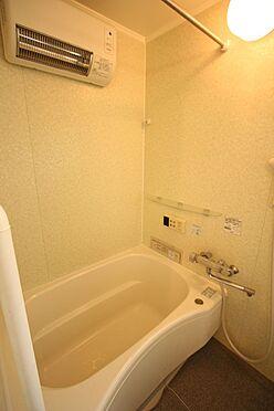 中古マンション-橿原市白橿町5丁目 2005年に浴室一式をユニットバスへ新調済。壁や床もタイル貼りではありませんのでお掃除がとっても簡単。清潔に保てます。