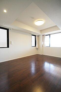 区分マンション-文京区白山2丁目 2面採光の明るい室内です