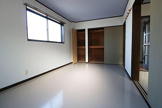 マンション(建物全部)-浜松市中区和合北4丁目 西側洋室7.5帖。収納が2つ付いています。