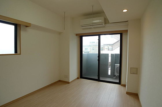 マンション(建物一部)-大田区西糀谷4丁目 2面採光で明るい室内