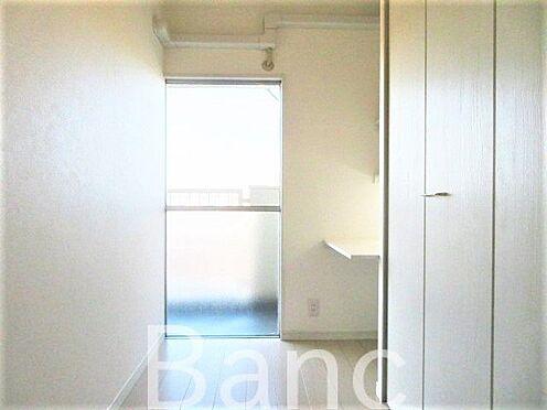 中古マンション-世田谷区松原1丁目 デスク付きの洋室です。