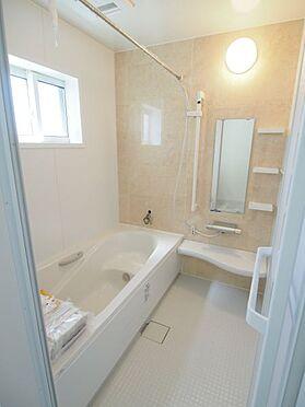 戸建賃貸-碧南市中山町6丁目 白を基調とした広々とした浴室!