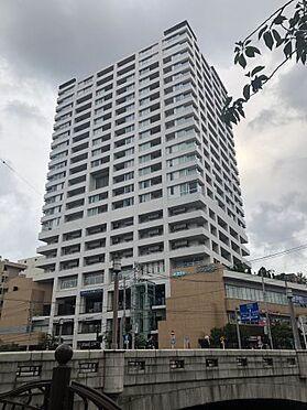中古マンション-横浜市中区日ノ出町1丁目 外観(6月14日16時、曇りの日撮影) 異なる角度からの外観もご堪能下さい。