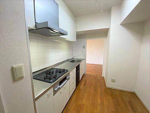 区分マンション-八王子市別所1丁目 大型サイズのシステムキッチン。ビルトイン食洗器もついてます。