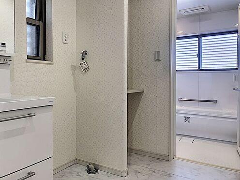 中古一戸建て-半田市亀崎高根町2丁目 広々とした洗面室はバタバタした朝でもスムーズに家事をして頂ける作りとなっております