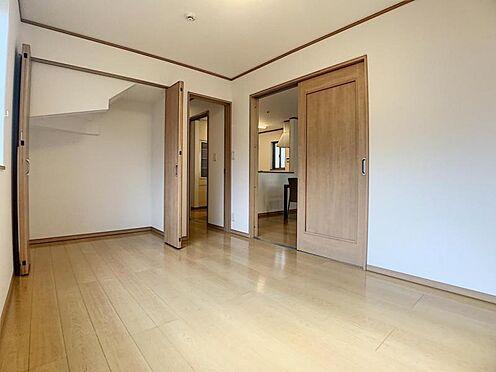 中古一戸建て-豊田市水源町3丁目 リビングに洋室が隣接しているので、ご家族の居室としてはもちろん、客間としてもお使いいただけます。