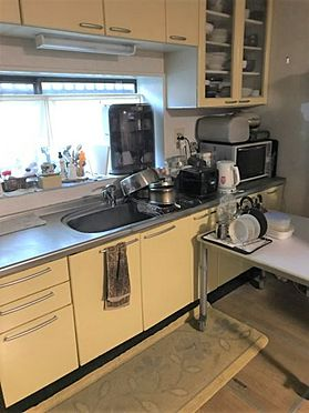 中古一戸建て-豊田市藤岡飯野町釜下 収納力のあるキッチンです、調理道具もスッキリ片付きます