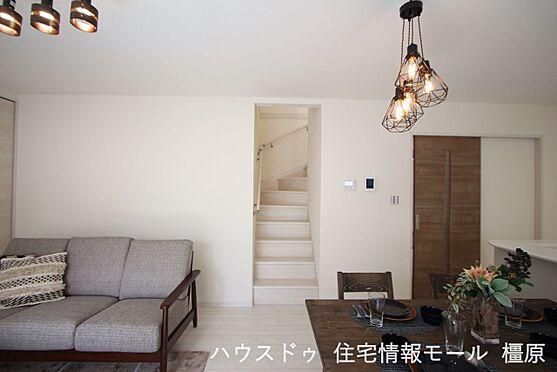 戸建賃貸-磯城郡田原本町大字阪手 ご家族が顔を合わせやすいリビング階段をもうけております。