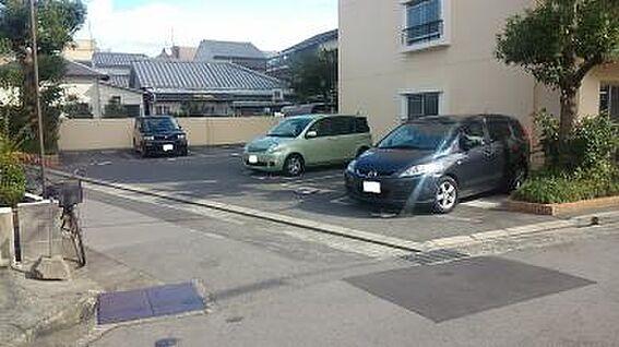 マンション(建物一部)-神戸市長田区苅藻通2丁目 明るい場所にある駐車場。