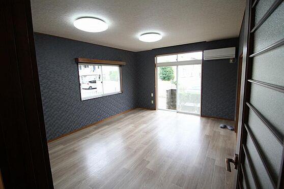 戸建賃貸-熊谷市江南中央3丁目 LED照明、壁クロス貼替済、床クッションフロアーエアコン1台有。雨戸も各部屋に有。