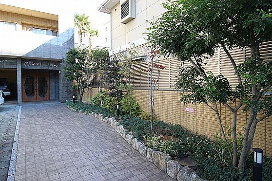 マンション(建物一部)-福岡市早良区城西1丁目 マンションエントランスへ続くアプローチ