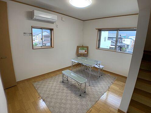 戸建賃貸-刈谷市一ツ木町清水田 LDKは約17帖の広さ!リビング階段を採用していますので、ご家族と顔を合わせる機会も増えます♪