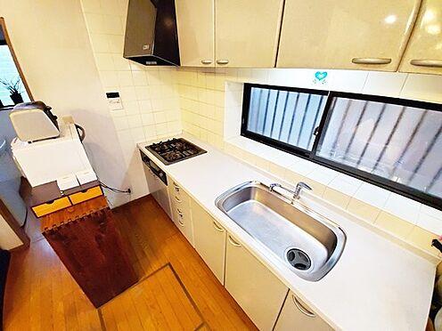 中古一戸建て-日野市大字川辺堀之内 明るい印象のキッチン周辺♪水回りもまとまっているので生活導線も良好です!