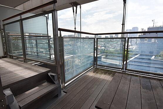 中古マンション-渋谷区神宮前2丁目 ウッドデッキバルコニー