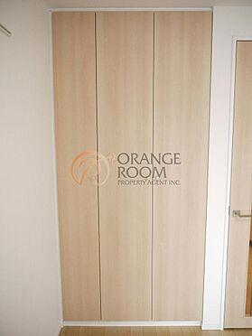 マンション(建物一部)-豊島区南大塚3丁目 衣類や小物をたっぷり収納できるクローゼットです。