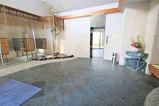 中古マンション-熱海市林ガ丘町 メインエントランスを入ると「和」を感じるお洒落な入り口がお出迎え。