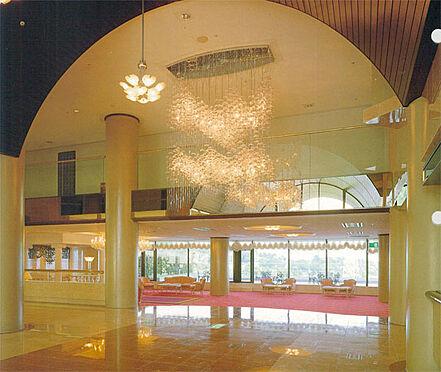中古マンション-伊東市富戸 豪華エントランス ゆとりのある広さが、豪華さを増しています。