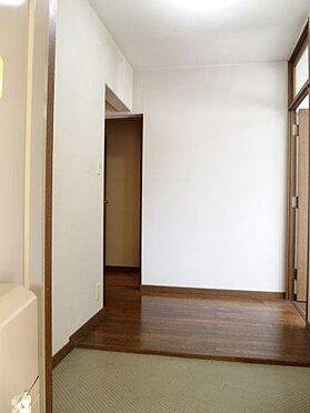 中古マンション-八王子市別所2丁目 玄関は広く、大家族でも対応可能です。