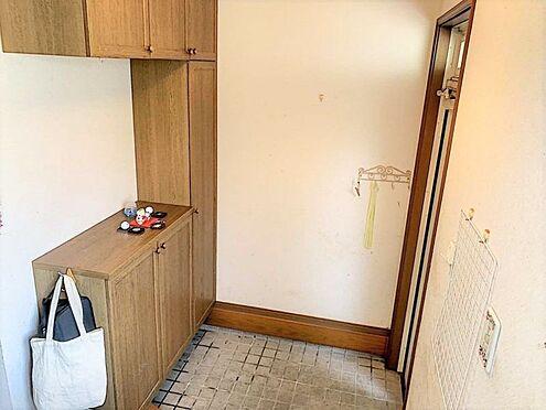 戸建賃貸-刈谷市野田町西田 玄関横にシューズボックスがついているので、片付いた玄関がキープできます