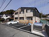 築浅アパート、満室です。駐車場スペース6台分あります。