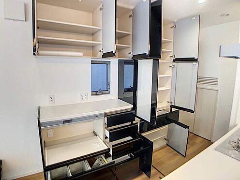 戸建賃貸-名古屋市中村区岩塚町 LIXIL製カップボードは大容量の収納力!壁面にはコンセントも6口あります