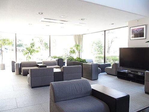 中古マンション-多摩市豊ヶ丘3丁目 大型テレビ設置のエントランスホール。来客時などにも便利ですね。