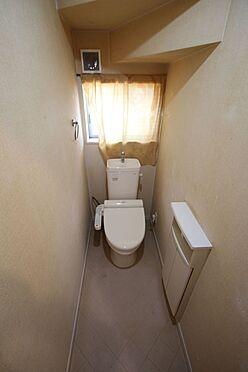戸建賃貸-磯城郡三宅町大字伴堂 2か所のトイレは朝の混雑緩和に活躍します。1・2階共に。温水洗浄便座を完備しております