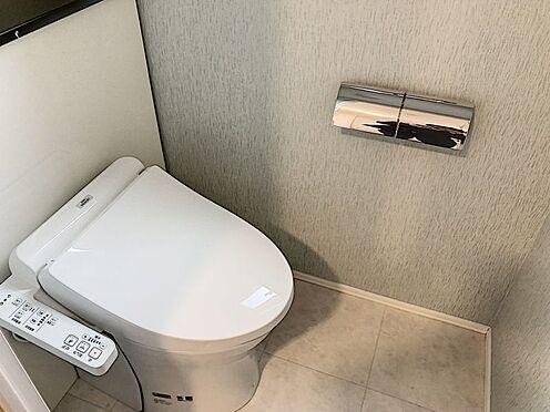 戸建賃貸-知多郡東浦町大字緒川字組田 清潔感あふれるトイレには快適な温水洗浄便座付き!