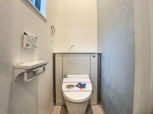 新築一戸建て-名古屋市名東区大針2丁目 収納一体型トイレ。掃除道具などを収納しスッキリとさせることが出来ます。(1階のみ)