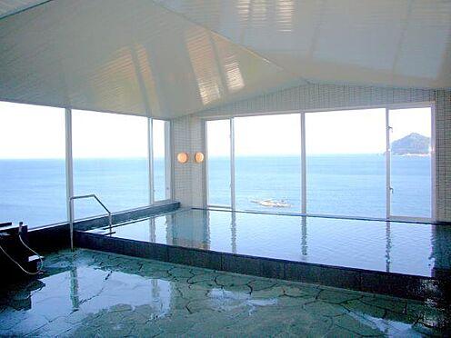 中古マンション-熱海市上多賀 オーシャンフロントの温泉大浴場。数あるリゾートマンションでもこの景色は必見です。