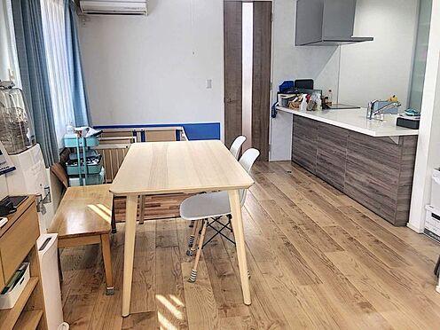 中古一戸建て-みよし市莇生町向山 18帖のLDKには大きめのダイニングテーブルも設置可能。冬は家族でお鍋を囲むのもいいですね