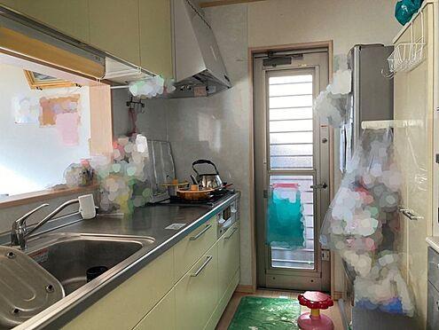 中古一戸建て-豊田市桝塚西町 キッチンに勝手口があるとゴミ出しや洗濯物を干すときなどに便利です!