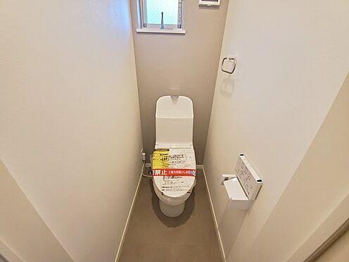 新築一戸建て-町田市金井7丁目 トイレはタンク一体型でスタイリッシュ且つ、お手入れ楽々♪