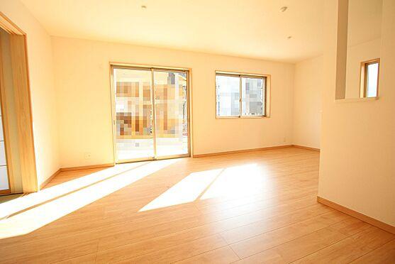 新築一戸建て-大和高田市大字有井 18帖のLDKは是非ご覧頂きたいポイント。南向きの大変明るいお部屋です。(同仕様)