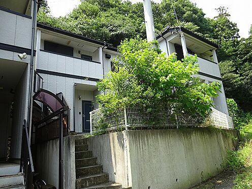 アパート-宇都宮市山本3丁目 南東から北西方向 階段と挟んで南側と北側に分かれております。