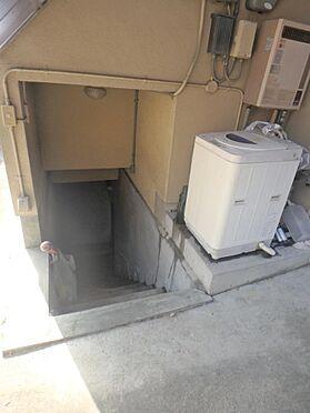 アパート-京都市伏見区深草大亀谷西寺町 地下室への階段