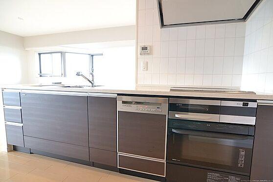 中古マンション-川崎市麻生区はるひ野1丁目 対面式カウンターキッチンは食器洗い機付き。