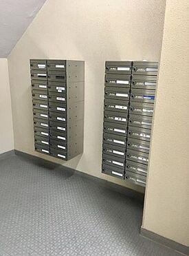 マンション(建物一部)-神戸市中央区港島中町3丁目 エントランスにはメールボックスもあるので便利です。