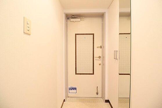 中古マンション-八王子市下柚木2丁目 玄関とシューズボックス