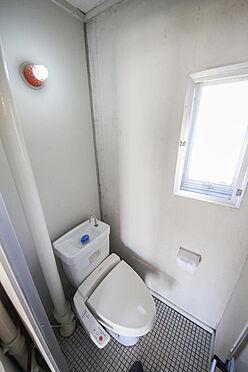 マンション(建物一部)-相模原市緑区下九沢 トイレの床はタイルではなくクッションフロアを貼っています。